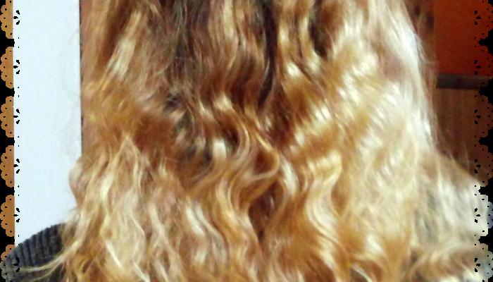 Jak naturalnie rozjaśnić włosy