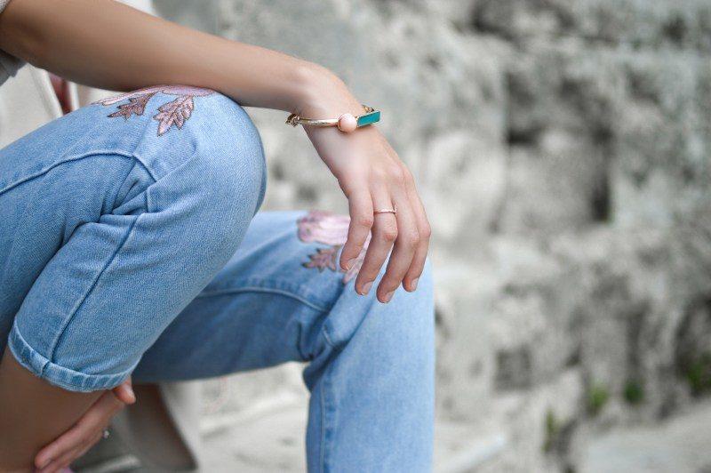 Modne bransoletki damskie – 6 topowych wzorów