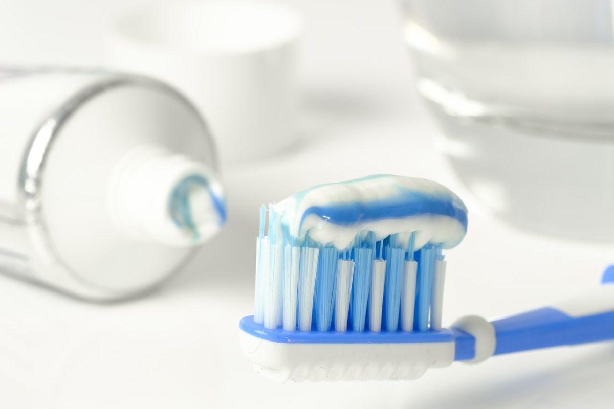 Jak działa wybielająca pasta do zębów?