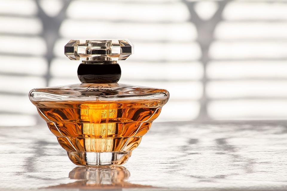 Co zawierają zestawy damskich perfum?